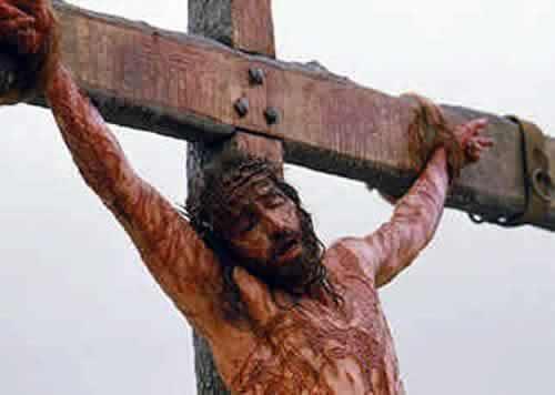 Meditando a los pies de la Cruz